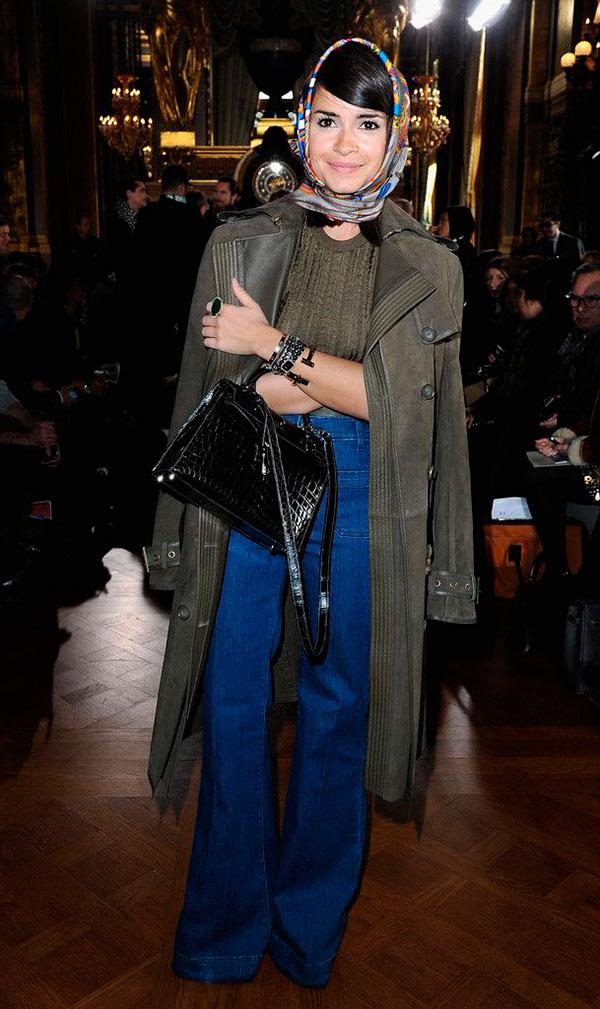 street-style-look-maxi-casaco-lenco-cabeca-calca-cintura-alta
