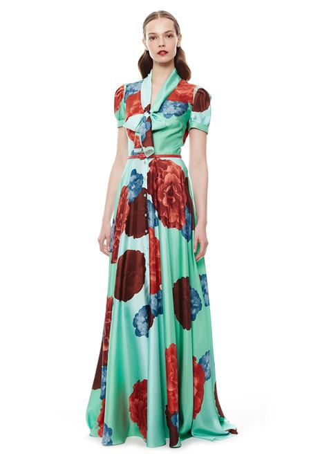 0e48714d4f310 A coleção Resort 2015 de Carolina Herrera tem um perfume de nostalgia, com  estruturas anos 50 e aposta em vestidos mídi e longos, com saia em evasê.