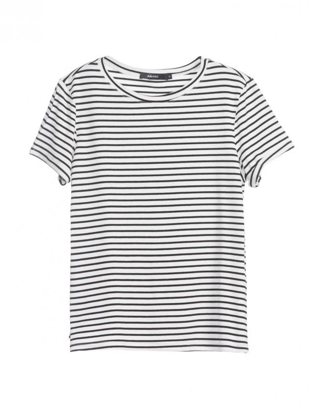 A T-shirt básica tem-que-ter do Guarda roupa - aqui