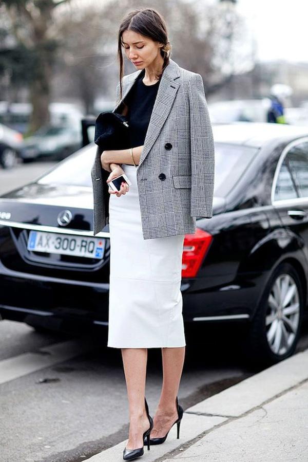 saia-lapis-branca-camisa-preta-blazer-xadrez-e-sapato-scarpin-preto-160811-030453