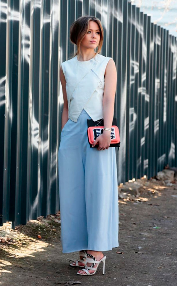 street-style-look-cropped-calca-azul-scarpin
