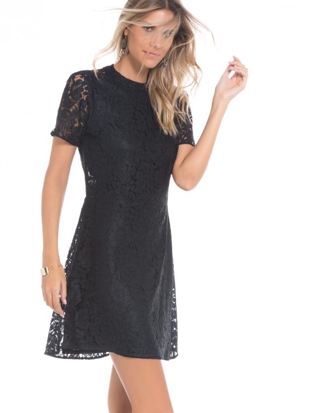 Vestido preto, renda - Aqui