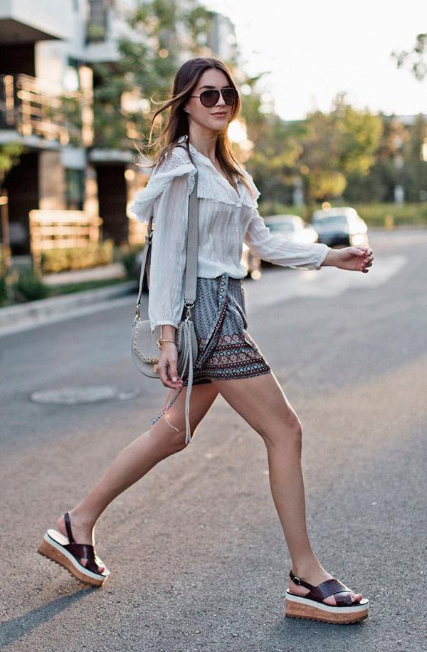 street-style-look-camisa-vitoriana-shorts-sandalia-flatform